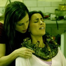 Shawnee Smith e Bahar Soomekh in una scena di Saw 3