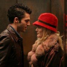 Laura Chiatti insieme a Luca Argentero in una scena del film A casa nostra