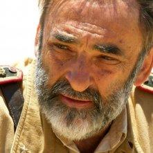 Alessandro Haber in una scena del film Le rose del deserto