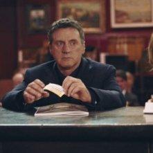 Daniel Auteuil accanto a Julie Gayet in una scena del film Il mio migliore amico