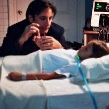 Andy Garcia e Daniella Byrne in una scena del film L'ultima porta