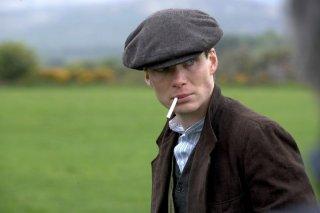 Cillian Murphy in una scena del film Il vento che accarezza l'erba