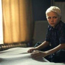 Harry Eden in una scena del film L'ultima porta