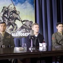 Adam Beach,Ryan Phillippe e Jesse Bradford in una scena di Flags of Our Fathers