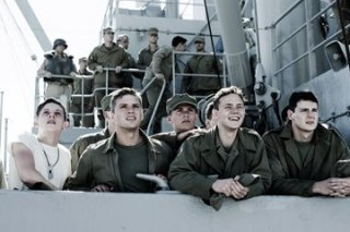 Jamie Bell, Ryan Phillippe, Scott Reeves, Joseph Cross e Ben Walker in una scena di Flags of Our Fathers