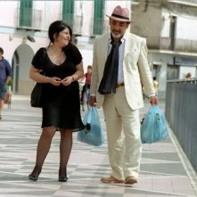 Annamaria Barbera ed Alessandro Haber in una scena del film Ma l'amore... sì