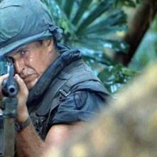 Tom Berenger in una sequenza di Platoon