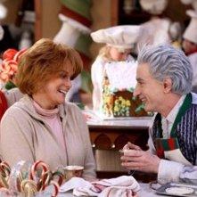 Ann-Margret e Martin Short in una scena di Santa Clause è nei guai