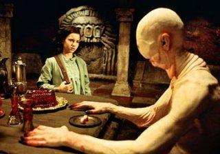Doug Jones ed Ivana Baquero in  una scena del film Il labirinto del fauno