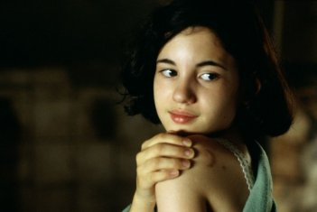 La piccola Ivana Baquero in  una scena del film Il labirinto del fauno