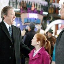 Judge Reinhold, Tim Allen e Liliana Mumy in una scena di Santa Clause è nei guai