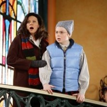 Spencer Breslin e Wendy Crewson in una scena di Santa Clause è nei guai