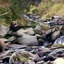 Timothy Treadwell in una scena del film Grizzly Man