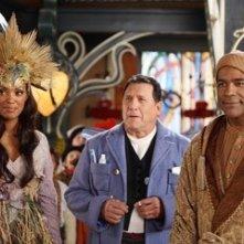 Aisha Tyler, Art LaFleur e Michael Dorn  in una scena di Santa Clause è nei guai