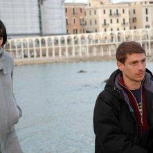 Giorgio Pasotti e Michela Cescon in una scena del film L'aria salata