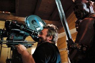 Luc Besson sul set del film Arthur e il popolo dei Minimei