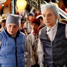 Spencer Breslin e Martin Short in una scena del film Santa Clause è nei guai