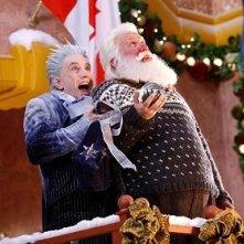 Tim Allen e Martin Short in una scena della commedia natalizia Santa Clause è nei guai