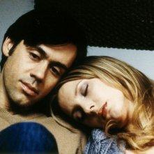 Emmanuel Mouret e Frédérique Bel in una scena del film Cambio di indirizzo