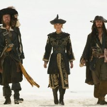 Geoffrey Rus, Johnny Depp e Keira Knightley in una scena di Pirates of the Caribbean: At Worlds End