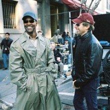 Denzel Washington e Jerry Bruckheimer in una scena di Deja Vu - Corsa Contro Il Tempo
