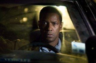 un primo piano di Denzel Washington in una scena di Deja Vu - Corsa Contro Il Tempo