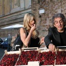 Elena Santarelli e Sergio Rubini in una scena del film Commediasexi