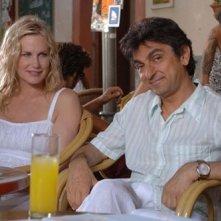 Vincenzo Salemme e Daryl Hannah in una scena di Olè