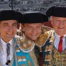 Vincenzo Salemme, Enzo Salvi e Massimo Boldi in una scena di Olè
