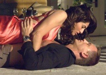 Daniel Craig con Caterina Murino in una scena del film Casino Royale