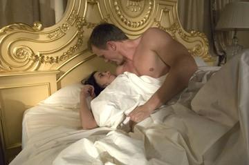 Una sexy immagine di Daniel Craig e Eva Green in una scena del film Casino Royale