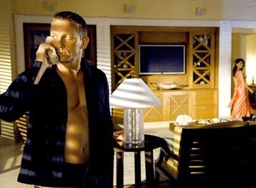 L'affascinante Daniel Craig in una scena del film Casino Royale, primo film da lui interpretato nel ruolo di James Bond