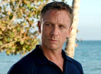 Un bel primo piano di Daniel Craig in una scena del film Casino Royale
