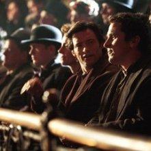 Hugh Jackman con Christian Bale in una scena di 'The Prestige'