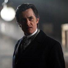 Roger Rees in una scena di 'The Prestige'