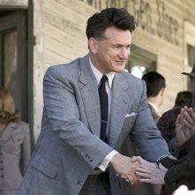 Sean Penn in una sequenza del film Tutti gli uomini del re