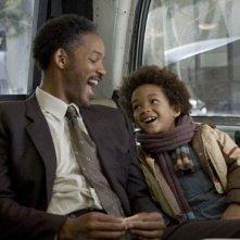 Will Smith e suo figlio Jaden in una scena del film La ricerca della felicità