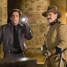 Ben Stiller e Robin Williams in una scena della commedia Una notte al museo