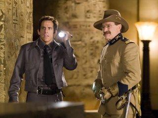 Ben Stiller e Robin Williams in una scena della commedia Una notte al museo