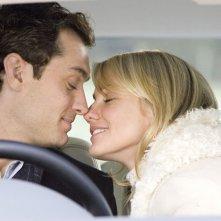 Jude Law e Cameron Diaz in una scena del film L'amore non va in vacanza