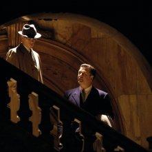 Matt Damon con Alec Baldwin in una scena del film The Good Shepherd