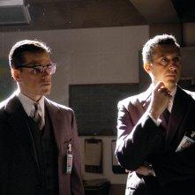 Matt Damon insieme a John Turturro in una scena del film The Good Shepherd