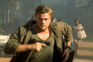 Leonardo DiCaprio in una scena della pellicola Blood Diamond - Diamanti di sangue