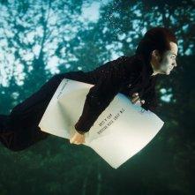 Gael García Bernal in una scena del film L'arte del sogno (The Science of Sleep)