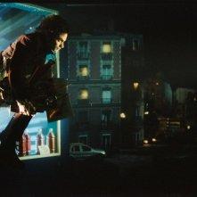 Gael García Bernal in una sequenza del film L'arte del sogno (The Science of Sleep)