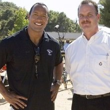 The Rock e il vero Sean Porter sul set del film La gang di Gridiron
