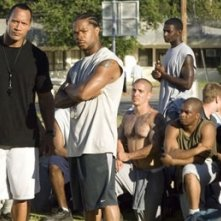 Xzibit e Dwaine Johnson in una scena del film La gang di Gridiron
