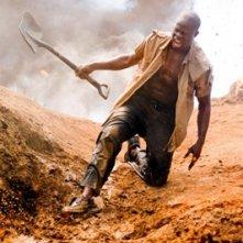 Djimon Hounsou in una sequenza drammatica del film Blood Diamond - Diamanti di sangue