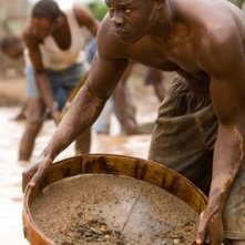 Djimon Hounsou in una sequenza del film Blood Diamond - Diamanti di sangue