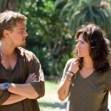 Jennifer Connelly e Leonardo DiCaprio in una scena del film Blood Diamond - Diamanti di sangue